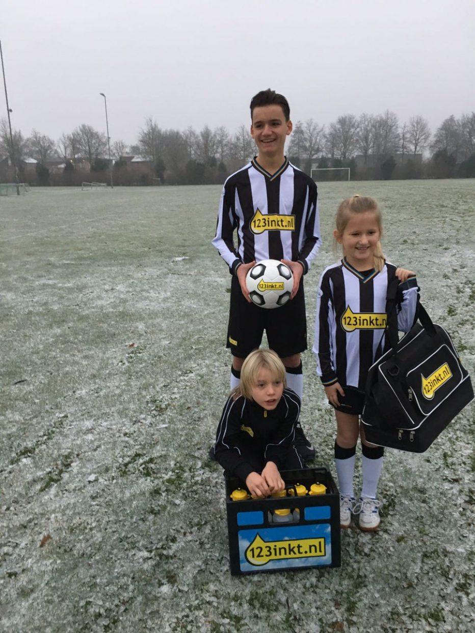 Sportkleding voor de jeugdleden van SDDL en VVR